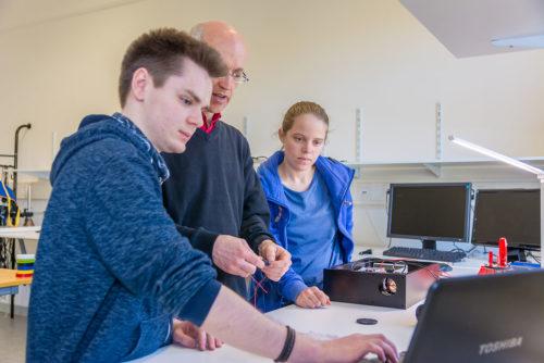Montagearbeiten im Labor - Abacus Laser